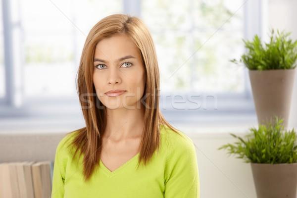 ストックフォト: 肖像 · 若い女性 · 緑 · 笑みを浮かべて · 魅力的な