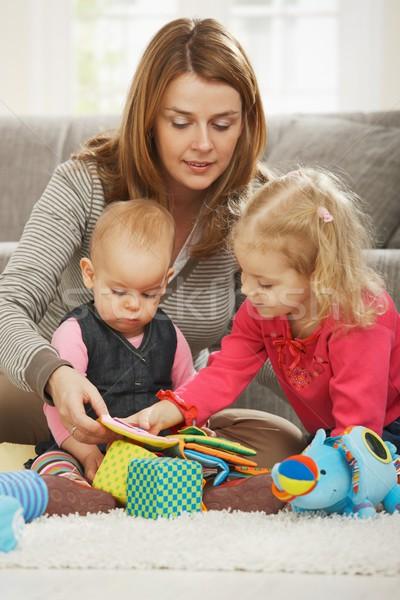 Anyu játszik kettő gyerekek padló otthon Stock fotó © nyul