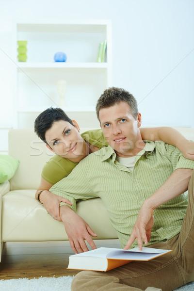 Stockfoto: Paar · lezing · boek · home