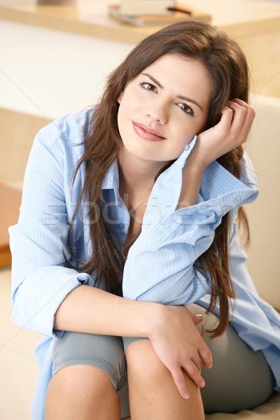 Stok fotoğraf: Güzel · kız · gülen · mutlulukla · kamera · oturma