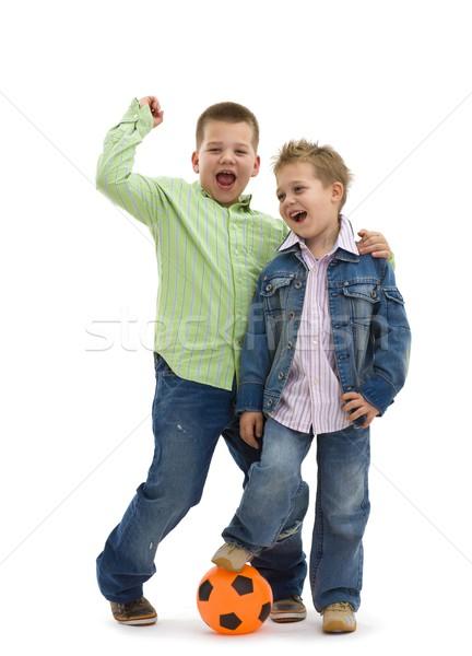 Foto stock: Hermanos · posando · fútbol · feliz · jóvenes