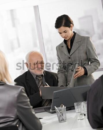 Stok fotoğraf: Kıdemli · yürütme · el · sıkışmak · işadamı · ofis · gülen