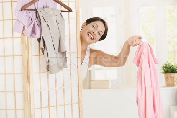 Feliz mujer aderezo hasta mirando Foto stock © nyul