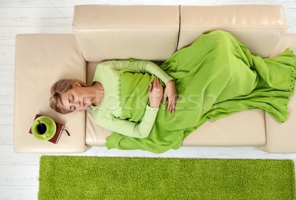 Mujer dormir manta vista sofá Foto stock © nyul