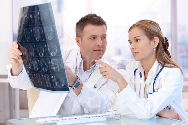 Сток-фото: мужчины · женщины · врачи · Consulting · ярко · служба
