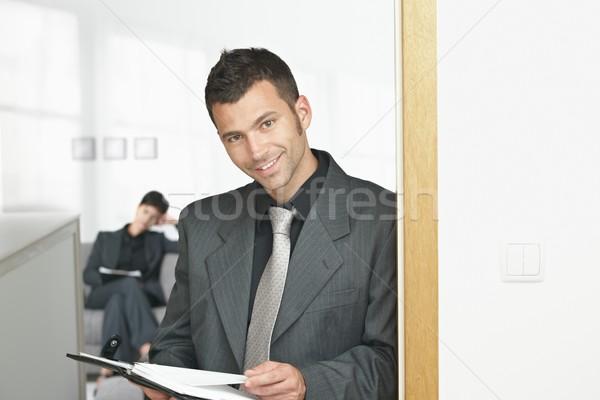 Zakenman kantoor jonge permanente deuropening naar Stockfoto © nyul