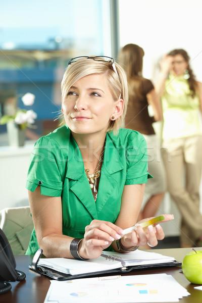 Foto stock: Mujer · de · negocios · pensando · retrato · jóvenes · sesión