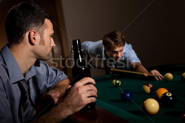 Fiatalember játszik snooker kéz barát néz Stock fotó © nyul