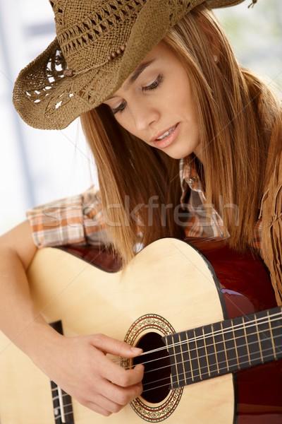 Oynama gitar sevinç çekici genç kadın Stok fotoğraf © nyul