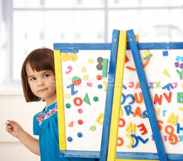 Doce little girl desenho retrato prancheta sorridente Foto stock © nyul