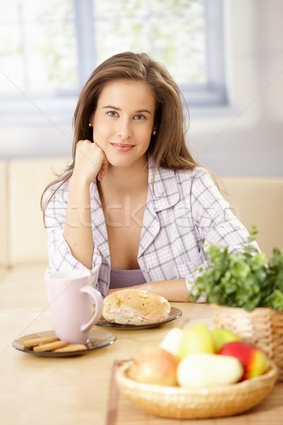 счастливым женщину завтрак портрет улыбаясь камеры Сток-фото © nyul