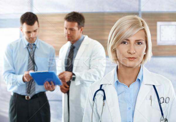 Zdjęcia stock: Lekarzy · szpitala · korytarz · medycznych · zespołu · kobiet