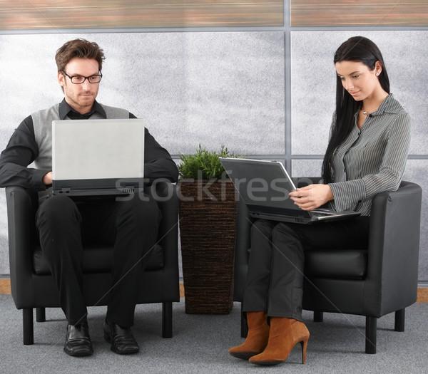 Fiatal szakemberek iroda lobbi ül dolgozik Stock fotó © nyul