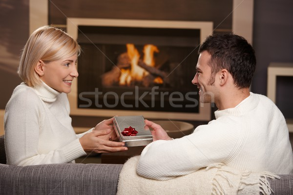 ストックフォト: カップル · ギフト · ホーム · 小さな · ロマンチックな · 座って