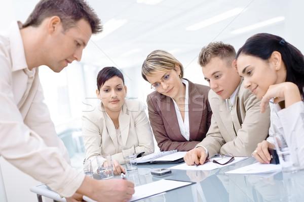 ストックフォト: 営業会議 · ビジネスマン · デスク · 4