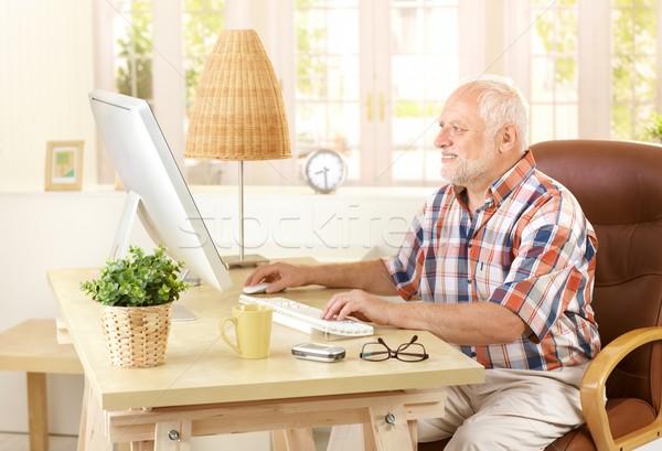 Foto stock: Senior · homem · casa · olhando