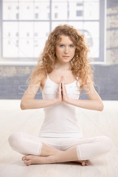Oefenen yoga gebed pose aantrekkelijk Stockfoto © nyul