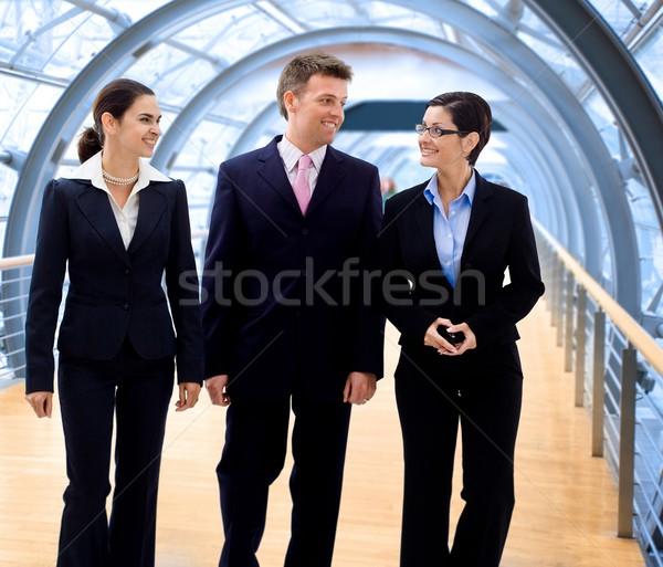 Zdjęcia stock: Ludzi · biznesu · spaceru · zadowolony · szczęśliwy · nowoczesne · biuro