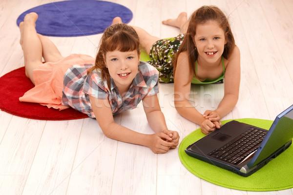 Portré kicsi lányok számítógép mosolyog padló Stock fotó © nyul
