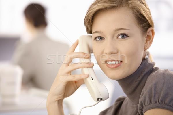 Stockfoto: Jonge · vrouw · praten · telefoon · portret · naar
