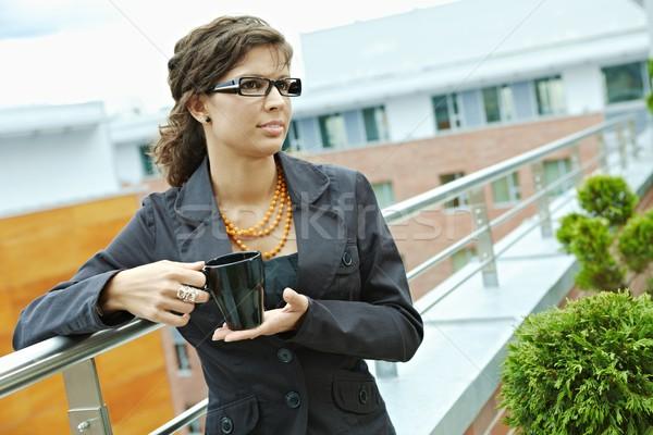 Stockfoto: Zakenvrouw · drinken · koffie · pauze · kantoor · terras