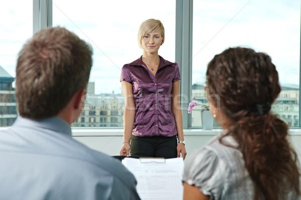 Aanvrager sollicitatiegesprek aantrekkelijke vrouw schouder Stockfoto © nyul