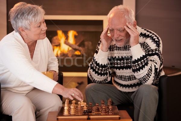 Сток-фото: играет · шахматам · домой · улыбающаяся · женщина · победа