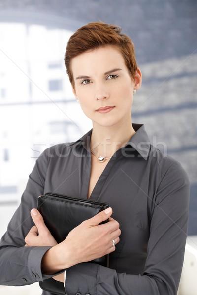 Determinado empresária em pé escritório organizador Foto stock © nyul