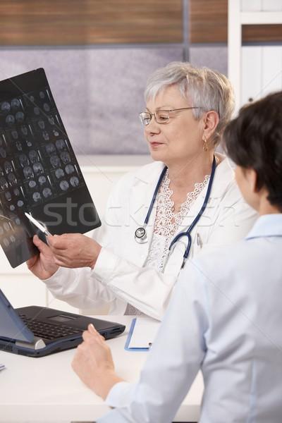 Photo stock: Médecin · patient · scanner · résultats · lumineuses