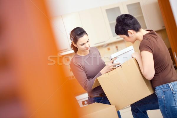 Mujeres cajas dos las mujeres jóvenes hasta Foto stock © nyul