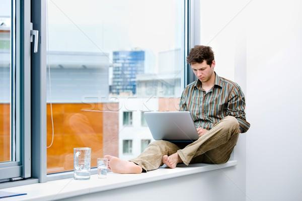 Empresario de trabajo portátil sesión oficina ventana Foto stock © nyul