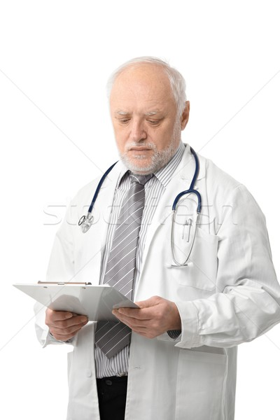 Foto stock: Senior · médico · olhando · documentos · retrato · foto