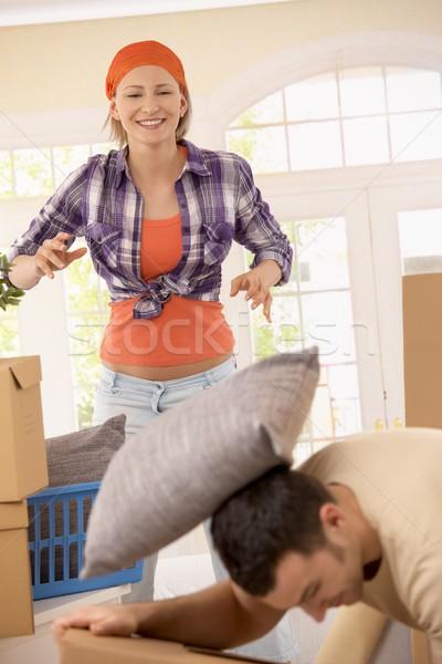 Stock fotó: Mosolygó · nő · dob · párna · férfi · fiúbarát · költözés