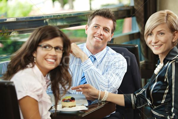 Zakelijke bijeenkomst cafe jonge zakenman onderneemsters vergadering Stockfoto © nyul