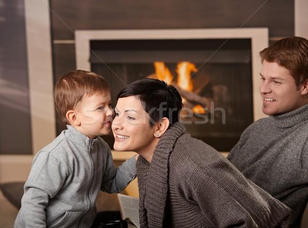 Stock fotó: Boldog · család · otthon · ül · kanapé · kandalló · néz