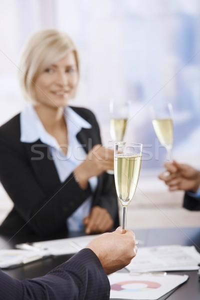 Stockfoto: Zakenlieden · vieren · champagne · toast · fluiten · vergadering