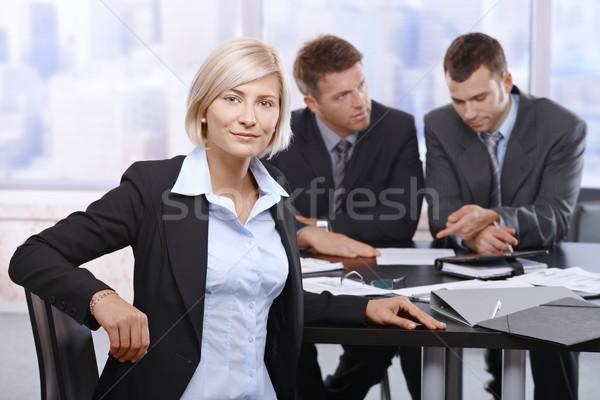 üzletasszony ül megbeszélés iroda kollégák dolgozik Stock fotó © nyul