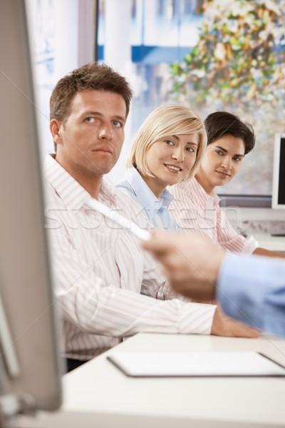 Zdjęcia stock: Kobieta · interesu · spotkanie · biznesowe · młodych · posiedzenia · koledzy · biuro