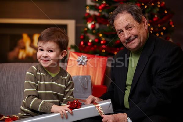 Grand-père petit-fils cadeaux ensemble heureux Photo stock © nyul