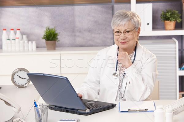 Foto stock: Retrato · senior · médico · escritório · sessão · secretária