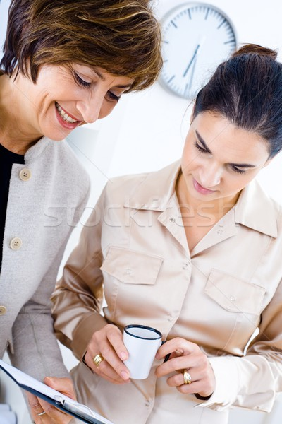 Pracowników biurowych starszy kobieta interesu pracy biuro wraz Zdjęcia stock © nyul