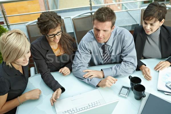 Zakenlieden vergadering outdoor groep jonge vergadering Stockfoto © nyul