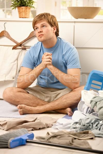 Cara trabalhos domésticos jovem sessão sala de estar piso Foto stock © nyul