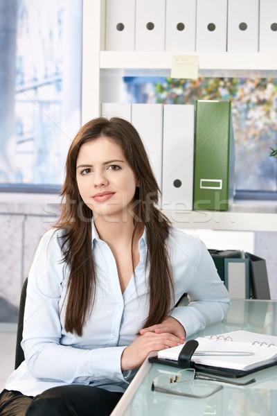Zdjęcia stock: Portret · smart · kobieta · zawodowych · posiedzenia · biuro