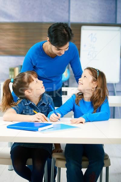 ストックフォト: 子供 · 教師 · 教室 · エレメンタリー · 年齢 · リスニング