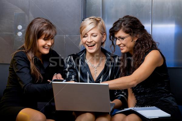 ストックフォト: 営業会議 · チーム · 小さな · 女性実業家 · 座って · ソファ
