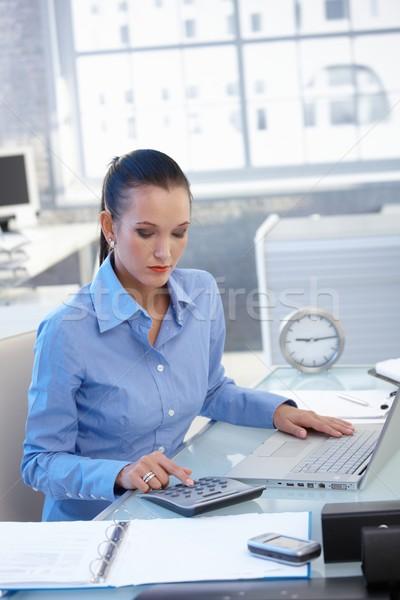 Foto d'archivio: Imprenditrice · lavoro · desk · mutui · occupato · finanziaria