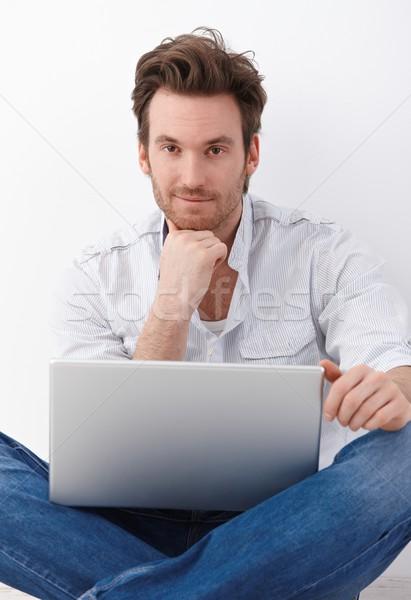 Stock fotó: Jóképű · férfi · laptop · jóképű · fiatalember · ül · szabó