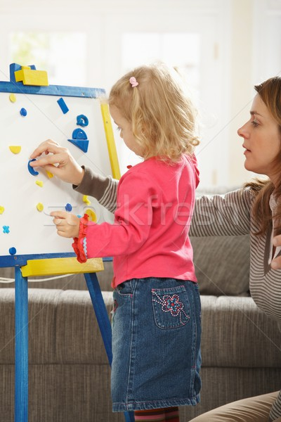 Petite fille jouer maman salon famille Photo stock © nyul