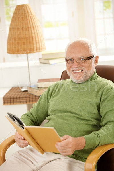 портрет счастливым пенсионер расслабляющая книга домой Сток-фото © nyul